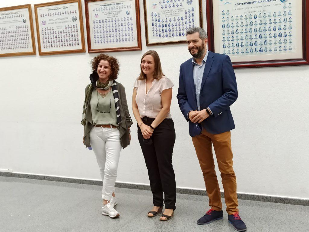 Carolina Martínez (no centro) cos seus directores de tese